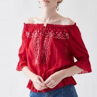 刺繍タッセル付きオフショルフリルブラウス。大人女子のプチプラキレイめファッションtitivate(ティティベイト)2017春夏流行のトレンドアイテム